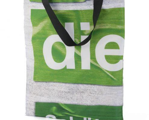Fahnenstoff eignet sich hervorragend für eine Upcycling Tasche
