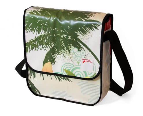 Werbebanner für award party nun eine Upcycling-Tasche.