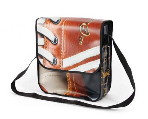 Frontlit ist das Material dieser Bag für Zeha Berlin