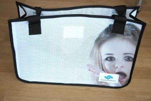 Recycling Tasche aus wiederverwertetem Netzvinyl-Material