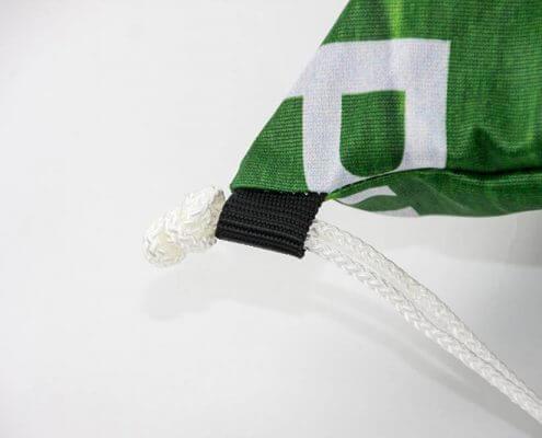 Recycling Tasche: Eine Fahne eignet sich sehr gut für einen Turnbeutel