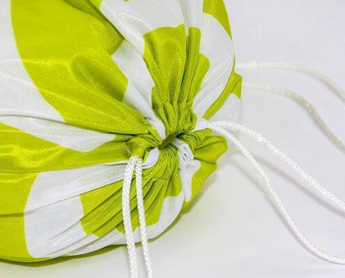 Recycling Tasche: Fahnenstoff eignet sich sehr gut für einen Turnbeutel