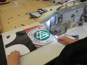 Fertigung der Upcycling Tasche aus Banner für den DFB - Der Fan Club Nationalmannschaft
