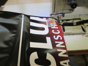 Die Recycling Messager Bags, die aus dem Banner des DFB - Der Fan Club Nationalmannschafts wiederverwertet wurden