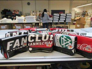 Die Recycling Taschen die aus dem Banner des DFB - Der Fan Club Nationalmannschafts genäht wurden