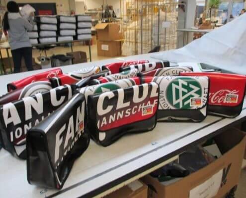 Die Taschen die aus dem Banner des DFB - Der Fan Club Nationalmannschfts genäht wurden